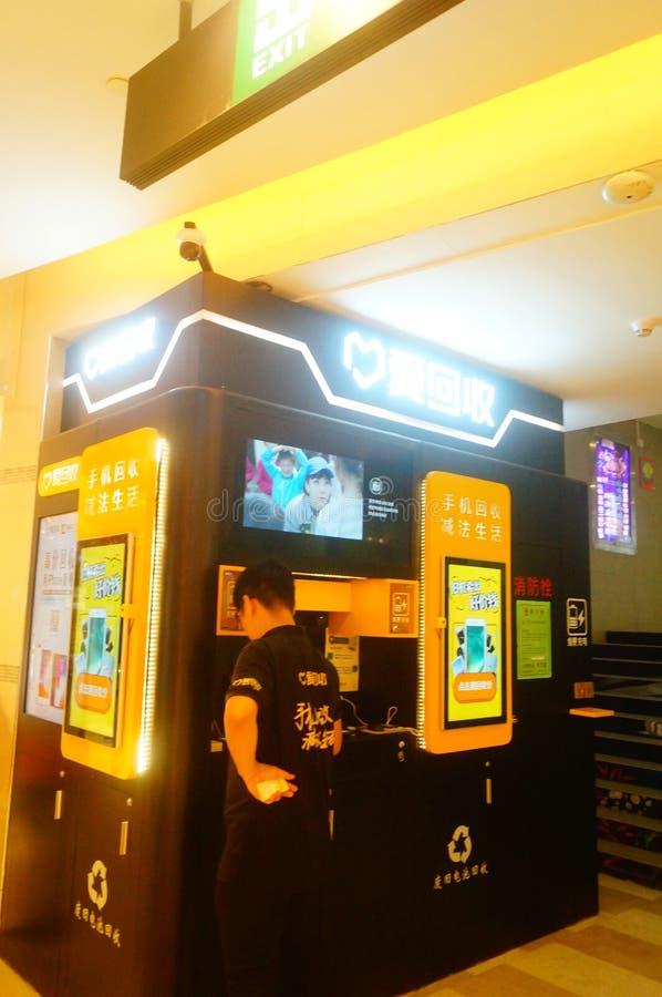 Shenzhen, Κίνα: ανακύκλωση των παλαιών κινητών τηλεφωνικών εγκαταστάσεων στο plaza αγορών στοκ φωτογραφία με δικαίωμα ελεύθερης χρήσης