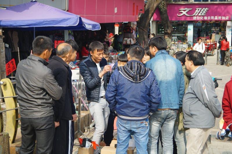 Shenzhen, Κίνα: η άκρη του δρόμου χρονοτριβεί το πωλώντας αεροπλάνο παιχνιδιών στοκ εικόνες με δικαίωμα ελεύθερης χρήσης