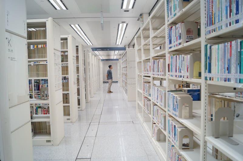 Shenzhen biblioteka, czytelnicy w czytaniu fotografia stock