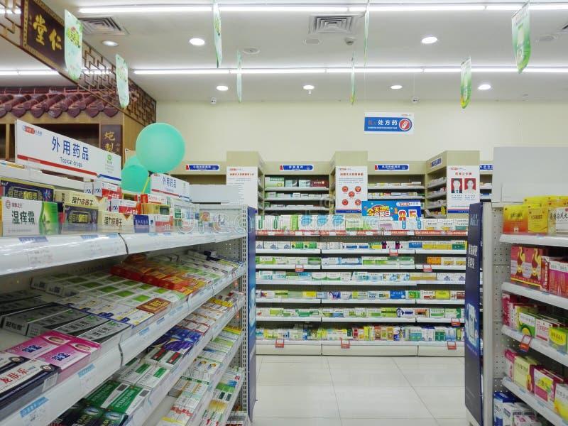 Shenzhen, China: Apotheek binnenlandschap, vertoning van drugs royalty-vrije stock foto