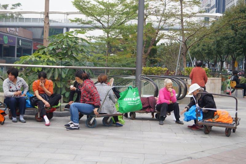 Shenzhen, China: Calle de trabajadores emigrantes imagen de archivo libre de regalías