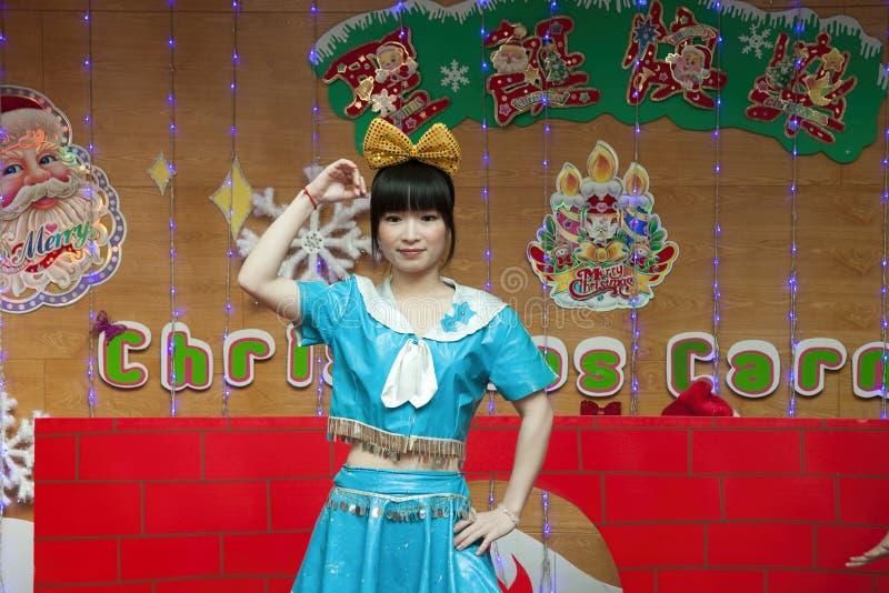SHENZHEN, CHINA, 2011-12-23: Chinese perfor van de kleuterschoolleraar royalty-vrije stock foto