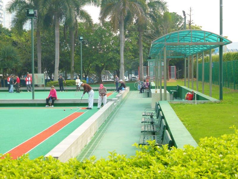 Shenzhen, China: de bejaarden in het spelen van croquet oefenen uit royalty-vrije stock fotografie