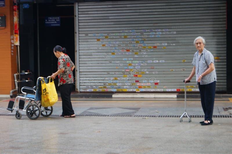 Shenzhen, China: de bejaarden van het actieongemak stock foto