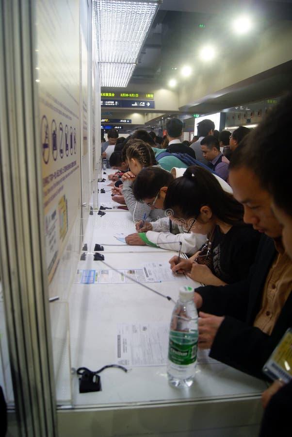 Shenzhen, China: de internationale juwelententoonstelling, veiligheid is zeer strikt royalty-vrije stock foto's