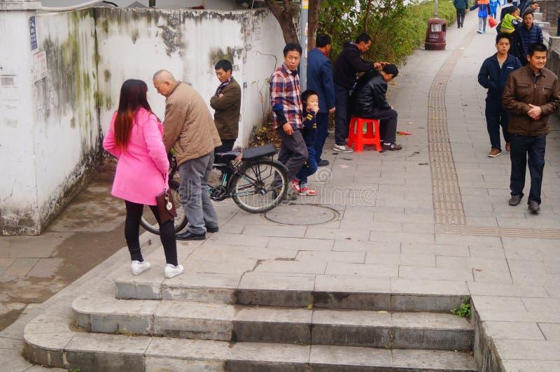 Shenzhen, China: de kapper is op de straat, is de last goedkoop stock foto's