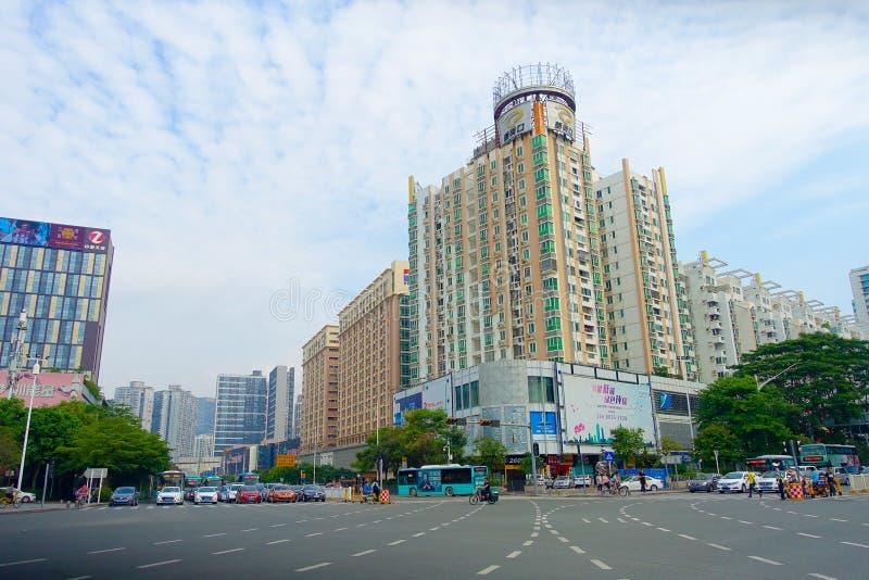 SHENZHEN, CHINA 11 DE MAYO DE 2017: Vista magnífica del centro de la ciudad distrito de la ciudad de Shenzhen, China en el centro fotos de archivo libres de regalías