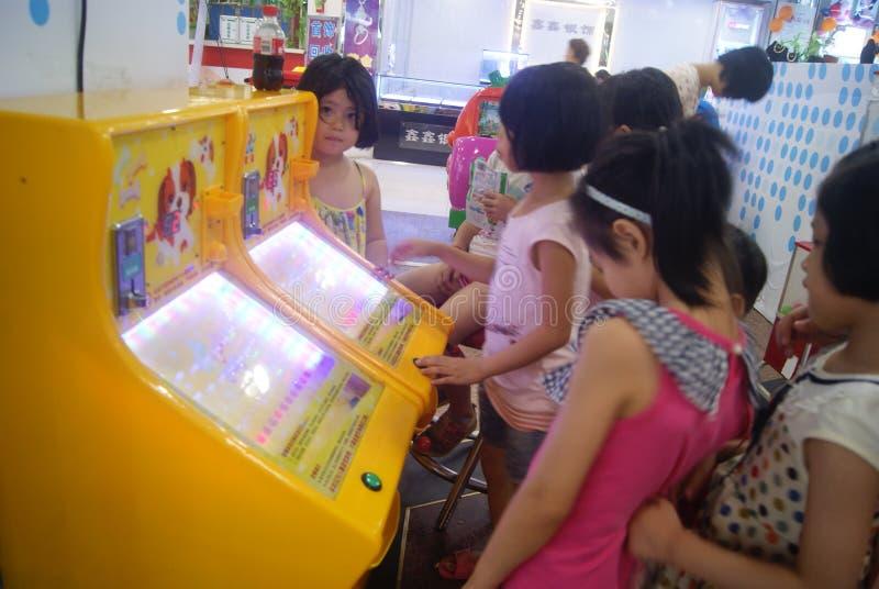 Shenzhen, China: de speelplaats van kinderen stock afbeeldingen