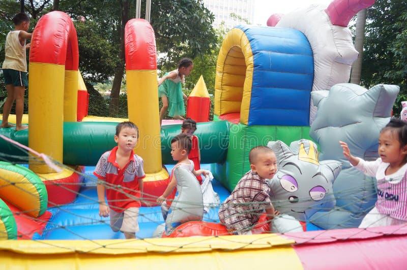 Shenzhen, China: de speelplaats van kinderen royalty-vrije stock afbeelding