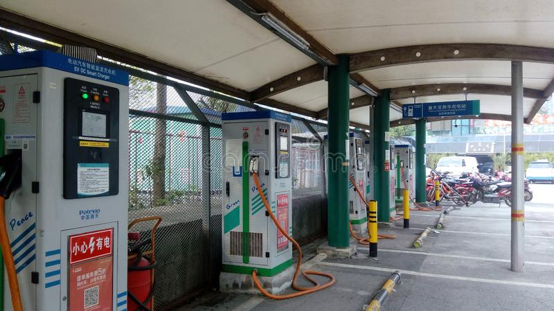 Shenzhen, China: Elektro-Mobil-Ladestation und Aufladungsanlagen-Landschaft stockbild