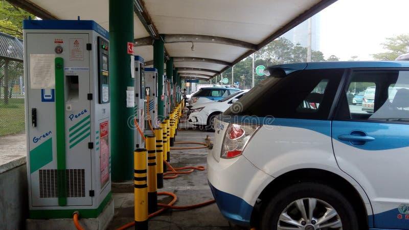 Shenzhen, China: Elektro-Mobil-Ladestation und Aufladungsanlagen-Landschaft stockfotos