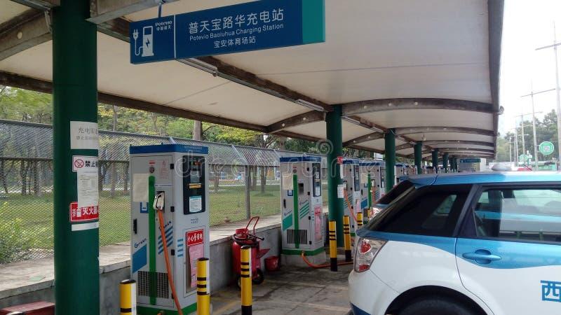 Shenzhen, China: Elektro-Mobil-Ladestation und Aufladungsanlagen-Landschaft lizenzfreies stockfoto