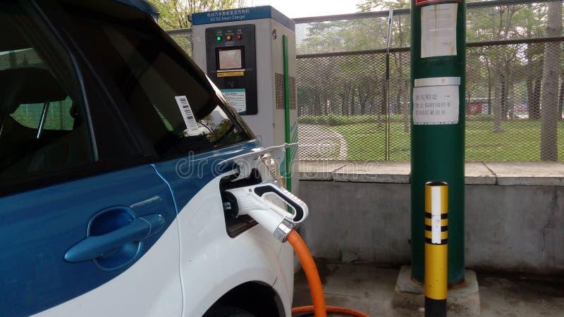 Shenzhen, China: Elektro-Mobil-Ladestation und Aufladungsanlagen-Landschaft lizenzfreies stockbild