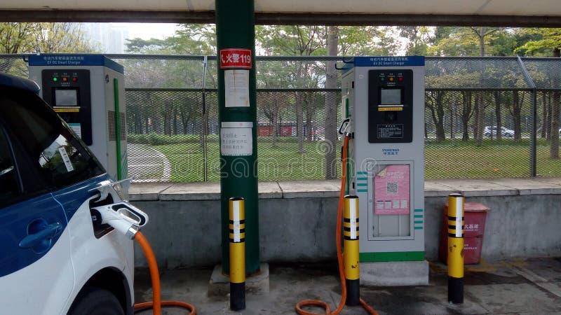 Shenzhen, China: Elektro-Mobil-Ladestation und Aufladungsanlagen-Landschaft stockfotografie