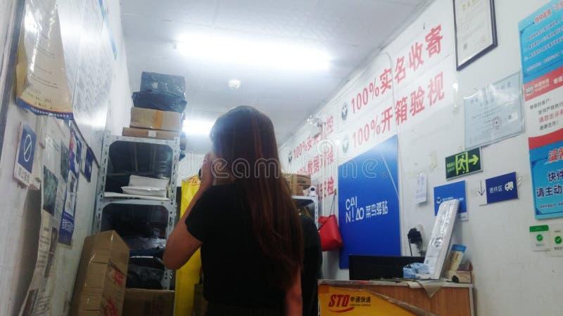 Shenzhen, China: estación del mensajero del cainiao, proporcionando servicio expreso fotos de archivo libres de regalías