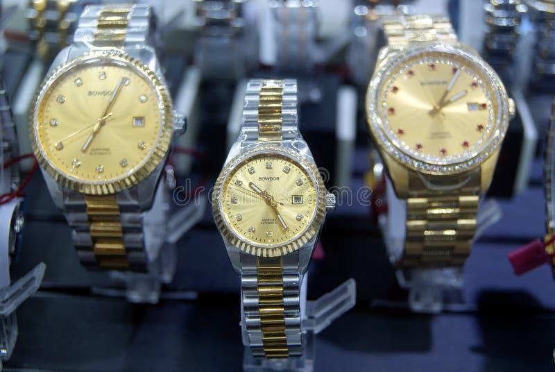Shenzhen, China: horloge op verkoop royalty-vrije stock afbeeldingen