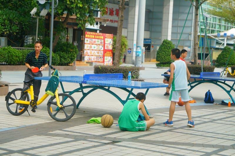 Shenzhen, China: Kinderen die Pingponggeschiktheid spelen royalty-vrije stock afbeeldingen