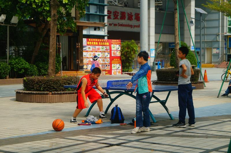 Shenzhen, China: Kinderen die Pingponggeschiktheid spelen royalty-vrije stock fotografie