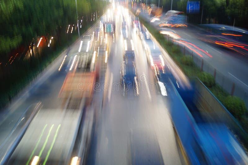 Shenzhen, China: Nacht 107 verkeerlandschap stock foto's