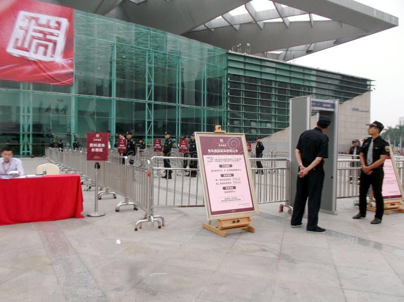 Shenzhen, China: nueva abertura del edificio, los guardias para guardar orden foto de archivo