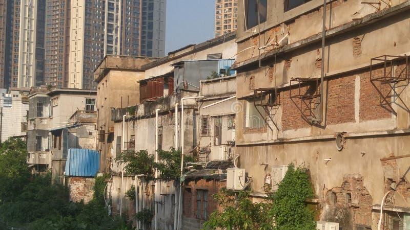 Shenzhen, China: oude gebouwen, naast de Xixiang-Rivier royalty-vrije stock foto