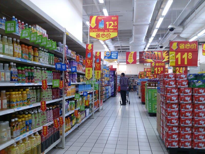 Shenzhen, China: Paisagem do interior de Wal-Mart fotografia de stock royalty free