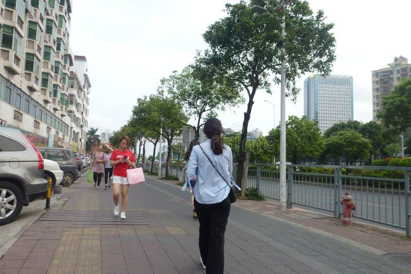 Shenzhen, China: paisaje del tr?fico peatonal de la calle, con los estudiantes y los turistas y as? sucesivamente foto de archivo