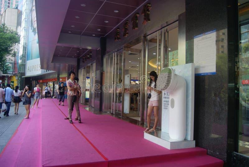Shenzhen, China: Paisaje peatonal comercial de la calle de Dongmen imagenes de archivo
