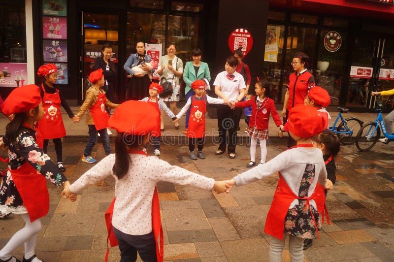 Shenzhen, China: Restaurante de KFC para el entretenimiento del ` s de los niños imagenes de archivo