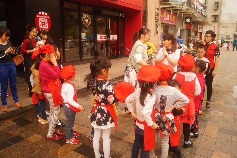 Shenzhen, China: Restaurante de KFC para o entretenimento do ` s das crianças fotografia de stock royalty free