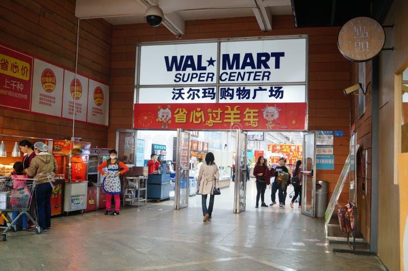 Shenzhen, China: Supermercado de WAL-MART na entrada imagem de stock