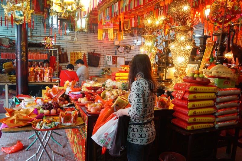 Shenzhen, China: templo para queimar o incenso para adorar imagem de stock