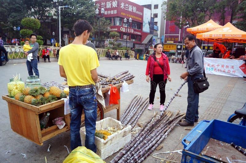 Shenzhen, China: Verkoop van suikerrietbox stock fotografie