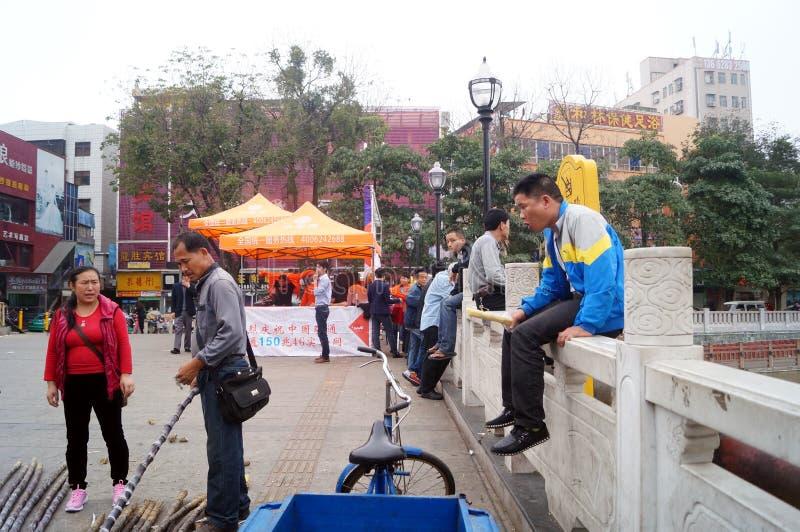 Shenzhen, China: Verkoop van suikerrietbox stock afbeeldingen