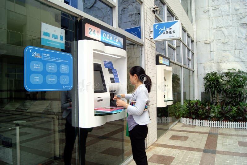 Shenzhen China: zelfhulp borrow boeken royalty-vrije stock foto