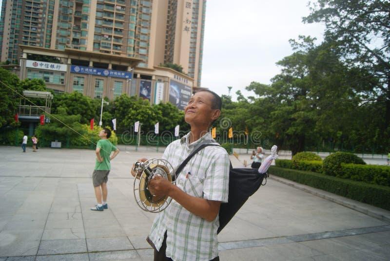 Shenzhen, Chiny: latające kanie starsze fotografia royalty free