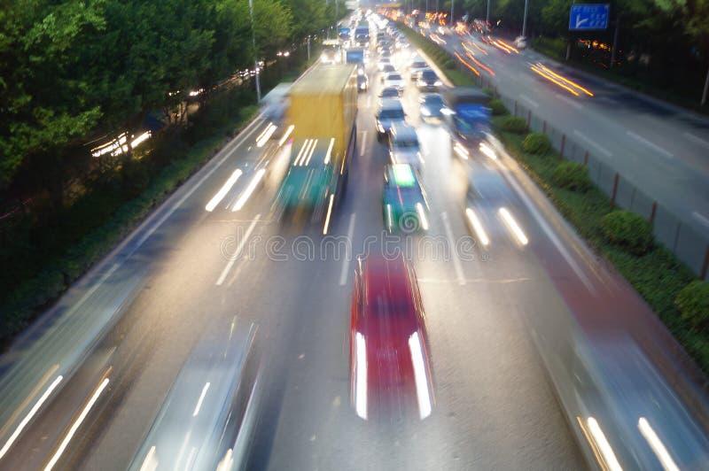 Shenzhen, Chiny: Nocy 107 drogowego ruchu drogowego krajobraz zdjęcia royalty free