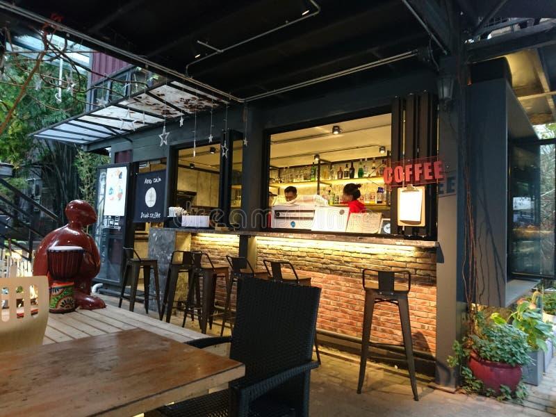 Shenzhen, Chiny: Sklepu Z Kawą krajobraz w Kulturalnym terenie przemysłowym, fotografia royalty free