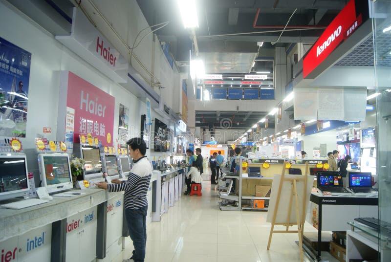 Shenzhen, Cina: Grandi magazzini di elettrodomestici di Suning immagini stock