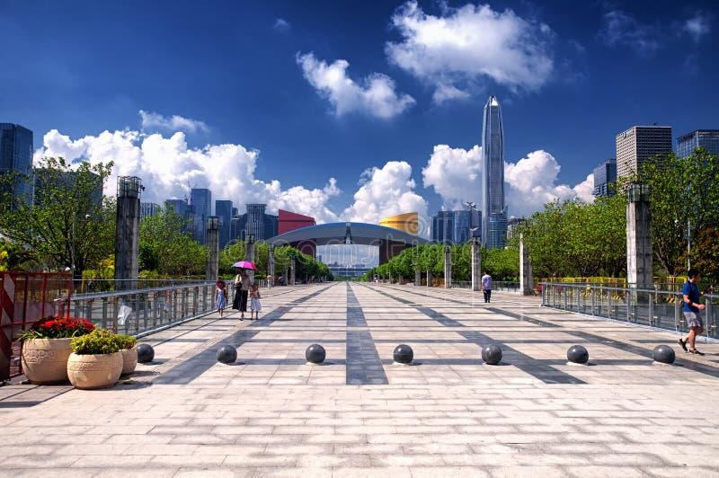 Shenzhen Civic Center och stadssikt royaltyfri foto
