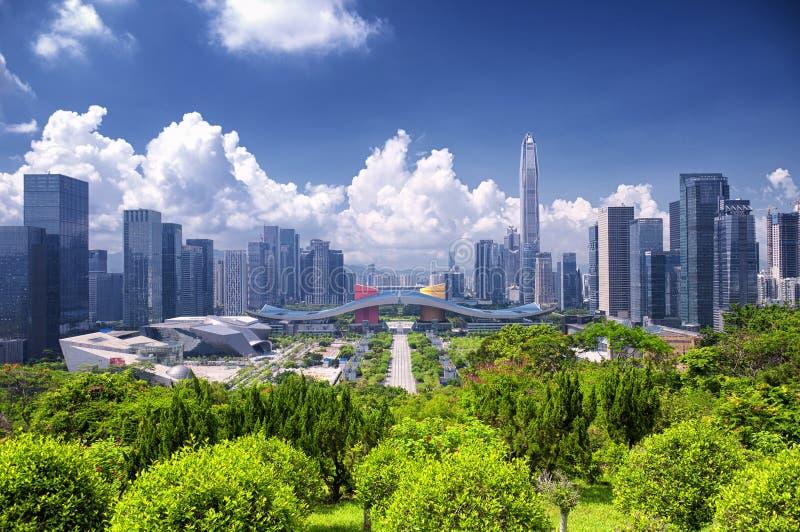 Shenzhen Civic Center och stadssikt arkivfoto