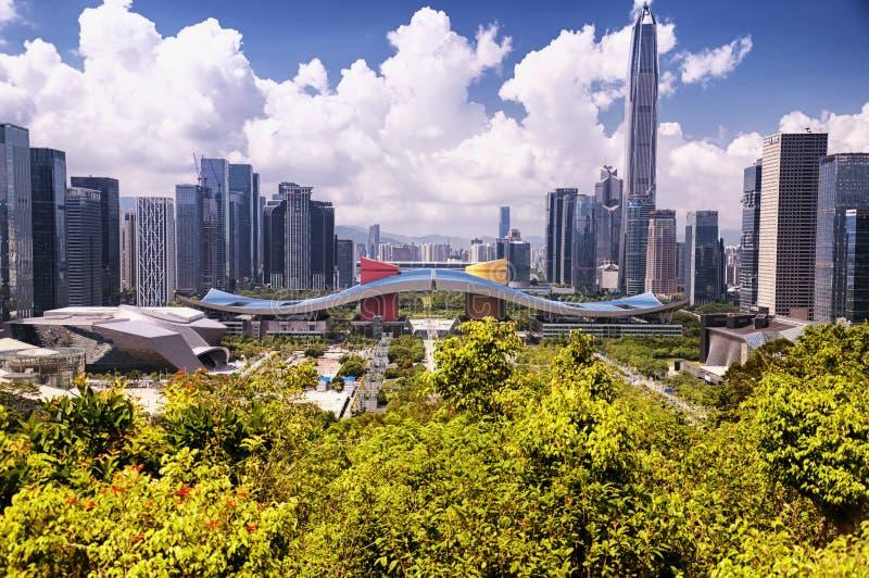 Shenzhen Civic Center y opinión de la ciudad fotografía de archivo