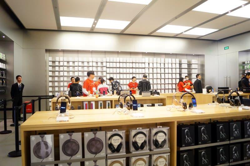 Shenzhen Kina: Apple-datorn och mobiltelefonen shoppar arkivbild