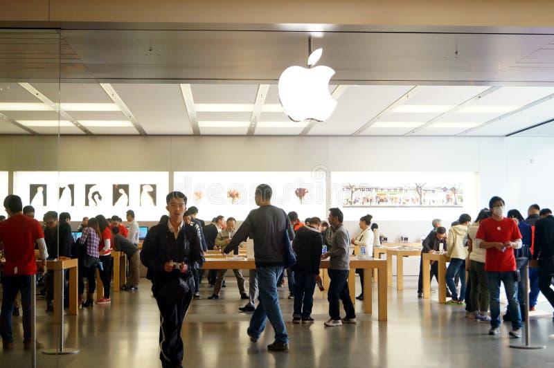 Shenzhen Kina: Apple-datorn och mobiltelefonen shoppar royaltyfria bilder