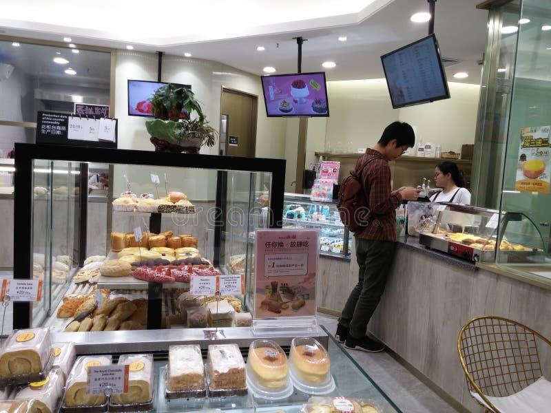 Shenzhen Kina: bagerit shoppar visar br?d och kakor och andra l?ckerheter arkivfoton