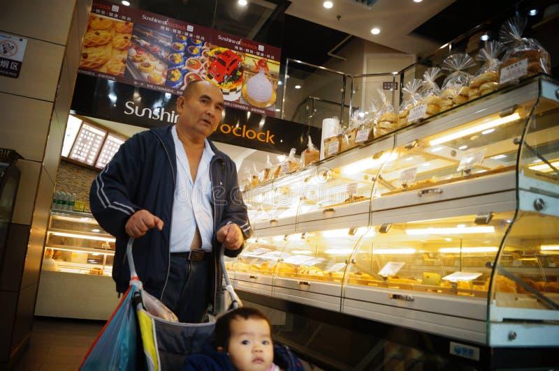 Shenzhen Kina: Brödkakan shoppar fotografering för bildbyråer