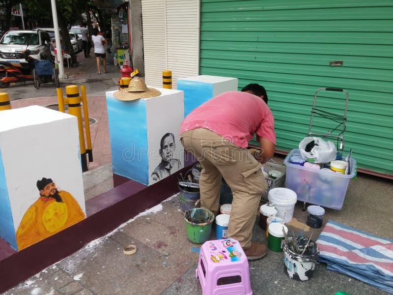 Shenzhen Kina: en gatamålare på slutet av platsen royaltyfri fotografi