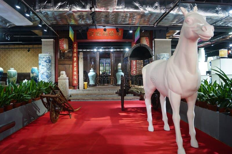 Shenzhen Kina: Forntida vagnsskulpturlandskap arkivfoto