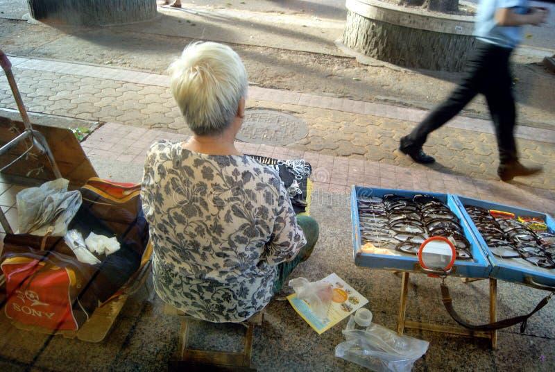 Shenzhen Kina: gatuförsäljare arkivfoton