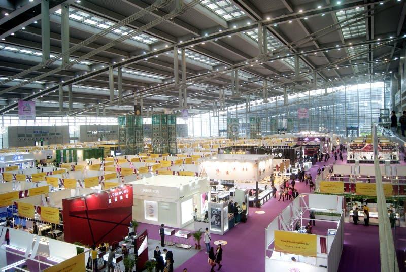 Shenzhen Kina: Internationell guld- smyckenmässa royaltyfria foton